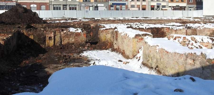 Odsłonięte podczas prac fundamenty kamienic, które stały przy ul. Bednarskiej