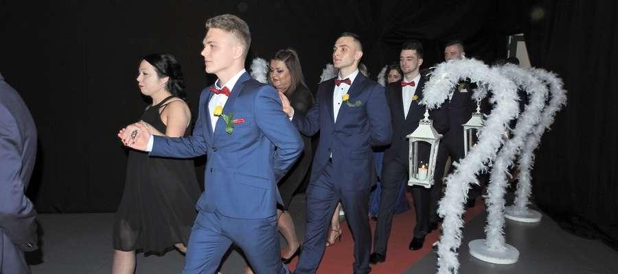 Po raz pierwszy w historii szkoły poloneza na studniówce zatańczyli również nauczyciele