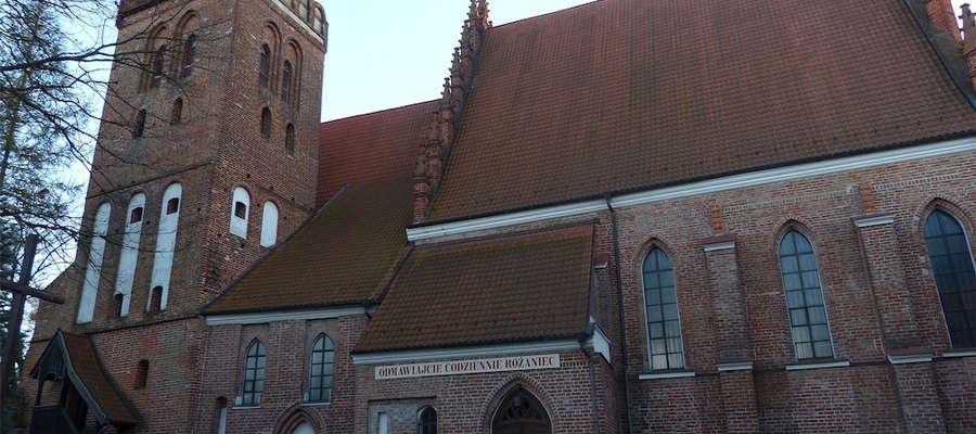 """Kościół pw. Przemienienia Pańskiego tzw. """"czerwony kościół"""" jest świątynią iławskich oblatów od 1952 roku."""