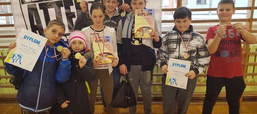 Osiem złotych medali przywiózł LUKS Warmia z Karolewa, gdzie odbył się II Rzut Ligi Międzyszkolnej Warmii i Mazur