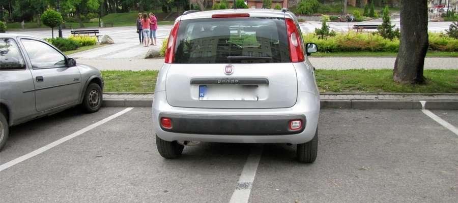 Zdjęcie jest tylko ilustracją do artykułu, ale niestety takie parkowanie nie jest czymś wyjątkowym w Olecku