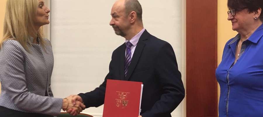 Burmistrz Korsz podpisał umowę na teren rekreacyjny w Glitajnach