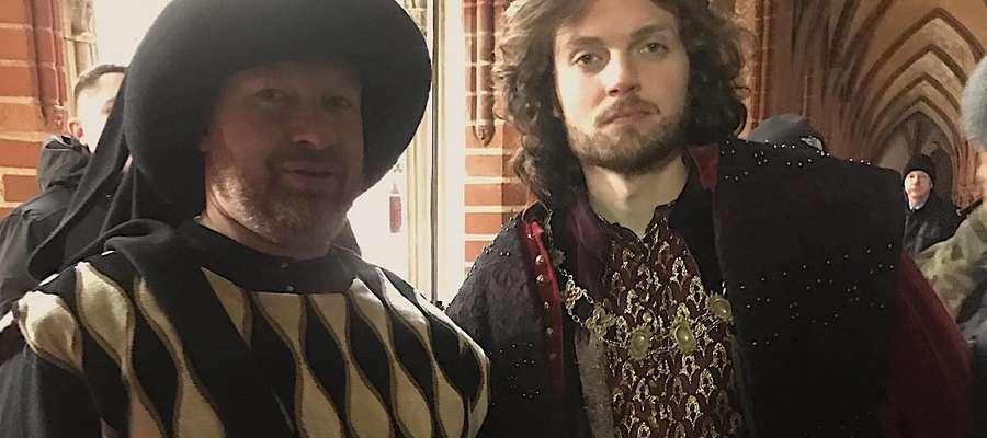 Tomasz Marecki, Elbląskie Bractwo Historyczne (z lewej) oraz Mateusz Król, grający rolę Kazimierza Wielkiego