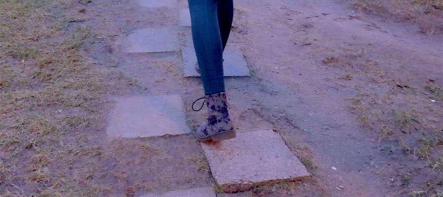 Niektóre chodniki na Nagórkach są w opłakanym stanie