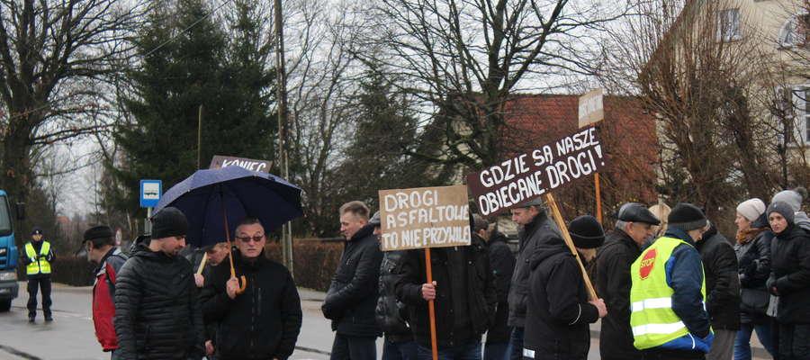 Fot.Protest pod urzędem gminy w Lubominie