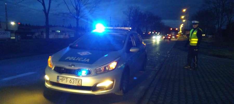 Policjanci obsługiwali 18 kolizji drogowych a także pracowali podczas wypadku drogowego, który miał miejsce pod Pasłękiem