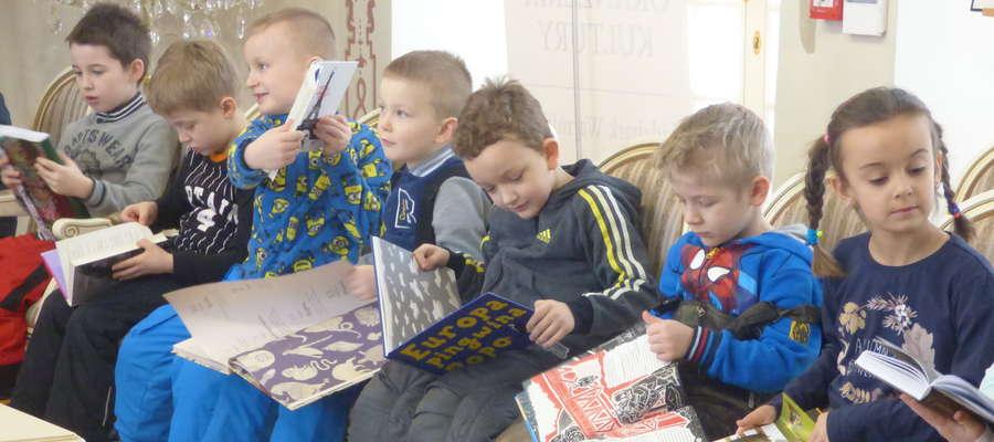 fot. —  Oranżeria Kultury - Miejska Biblioteka Pedagogiczna zaprasza rna prezentację książek, o jakie placówka wzbogaciła się w 2017 roku