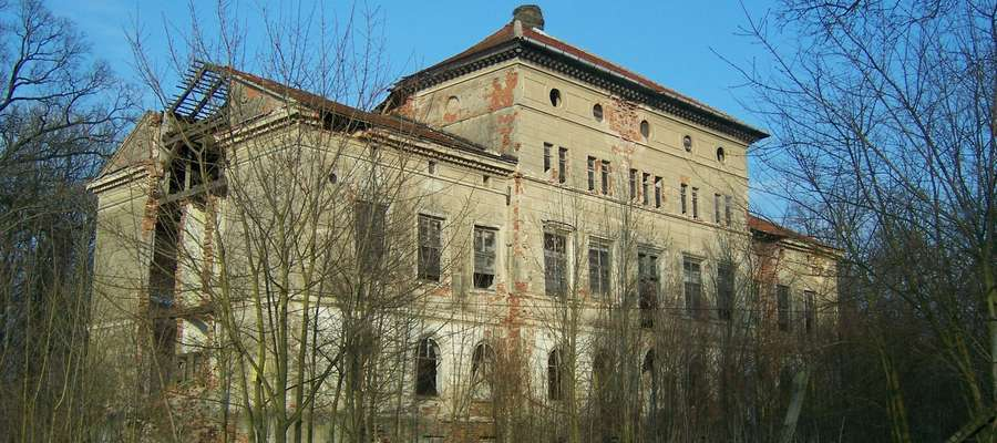 Pałac w Silginach jest niemym świadkiem zbrodni Armii Czerwonej.