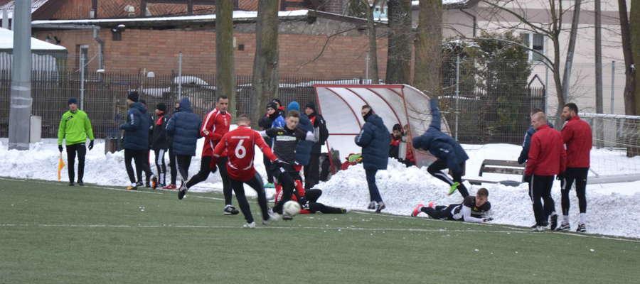 Fani piłki nożnej w sobotę kilkukrotnie będą mogli wybrać się na stadion przy ul. 3 Maja w Ostródzie