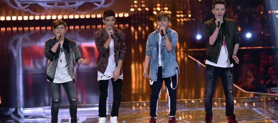 Maksymilian Więckowski (pierwszy z lewej) wystąpił razem z zespołem w finałowym odcinku The Voice Kids