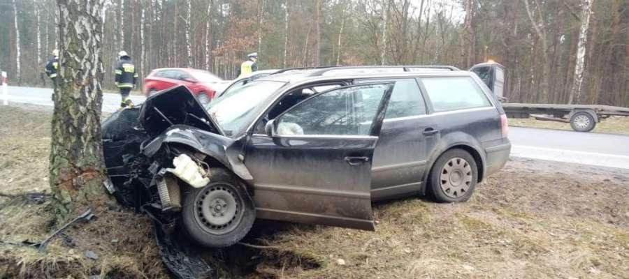 """Wypadek na krajowej """"siódemce"""". Ranny pasażer"""