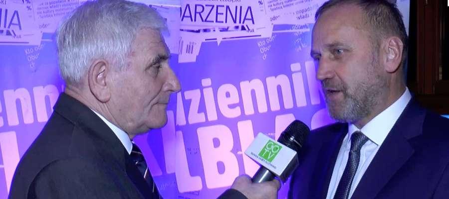 Adam Boros (z prawej) w rozmowie z redaktorem Jerzym Kuczyńskim