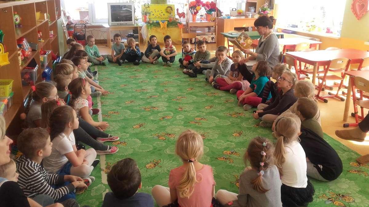 Przedszkolaki odwiedziła również pisarka i poetka Janina Dzenis