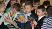 Najmłodsi czytelnicy górowskiej szkoły podstawowej