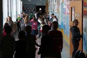 """Biskupi ostrzegają przed edukacją seksualną i antydyskryminacyjną: """"Stop Deprawacji Dzieci i Młodzieży!"""" [SONDA]"""