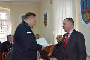 Policja dziękuje radnemu powiatu oleckiego