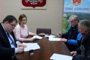 """""""ZRYW"""" Jedwabno i """"Tanecznik"""" podpisali umowy na realizację zadań publicznych"""