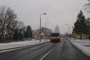 Pługi wróciły na ulice Ostródy i okolic, zima nie odpuszcza