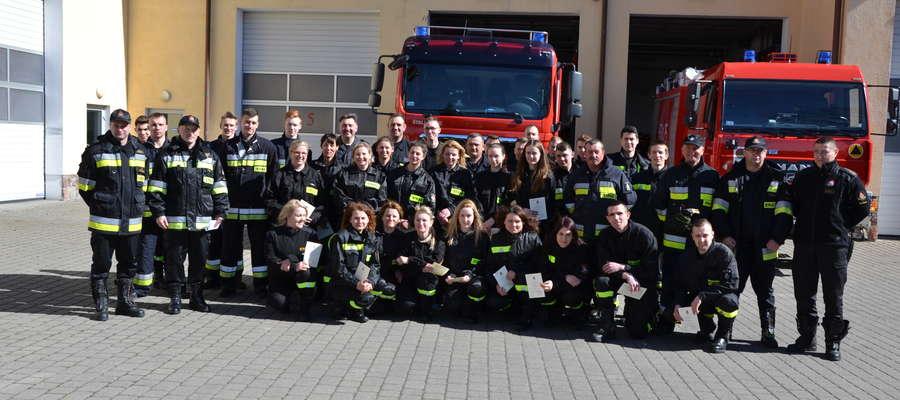 """W ubiegłym roku w """"Szkoleniu podstawowym strażaków ratowników OSP"""" wzięło udział  35 druhów z naszego powiatu"""