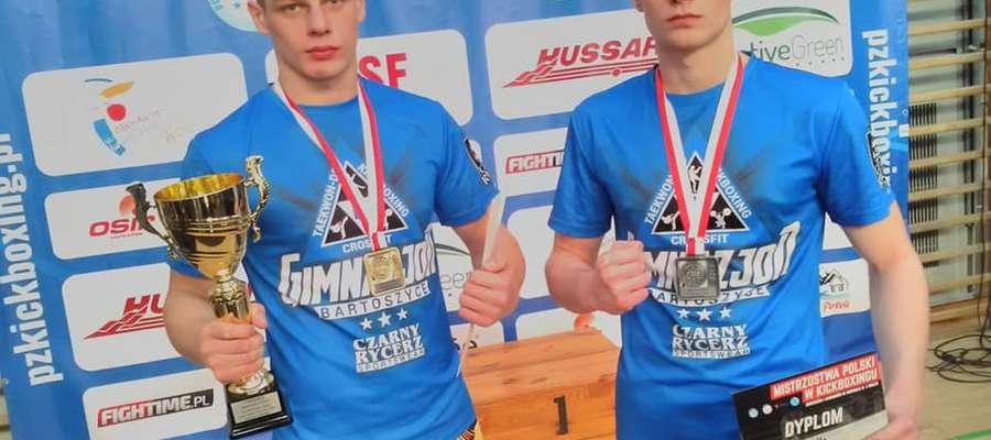 """Medaliści mistrzostw Polski juniorów w K1: """"złoty"""" Sebastian Kuźniak (z lewej) oraz """"srebrny"""" Michał"""