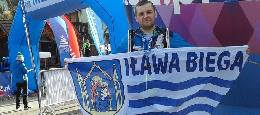 Tomasz Płodzicki na mecie Zimowego Ultramaratonu Karkonoskiego