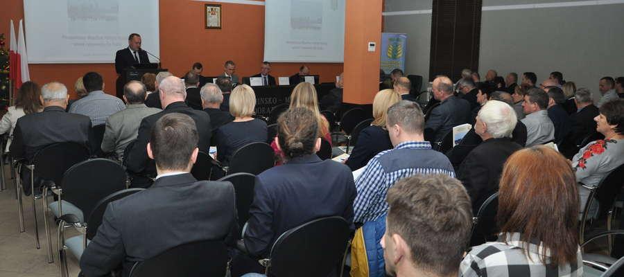 We współpracy z pracownikami ARiMR przeprowadzony zostanie szereg szkoleń dla rolników, na których omówione zostaną zasady przyznawania płatności w ramach systemów wsparcia bezpośredniego oraz zasady działania aplikacji eWniosekPlus