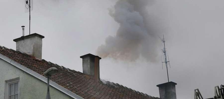Pożar sadzy  OlsztynPartyzantów 81 pożar sadzy w przewodzie kominowym, wygaszono palenisko.