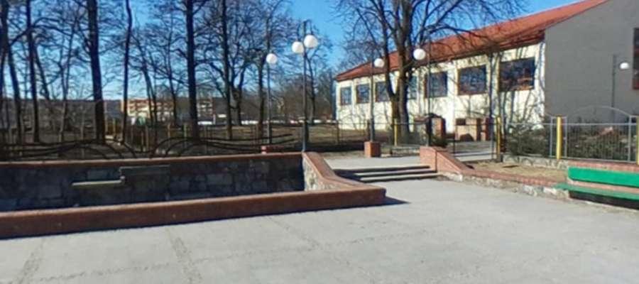 Wkrótce na skwerku przy SP Nr 1 w Piszu stanie pomnik Doktora Władysława Klementowskiego