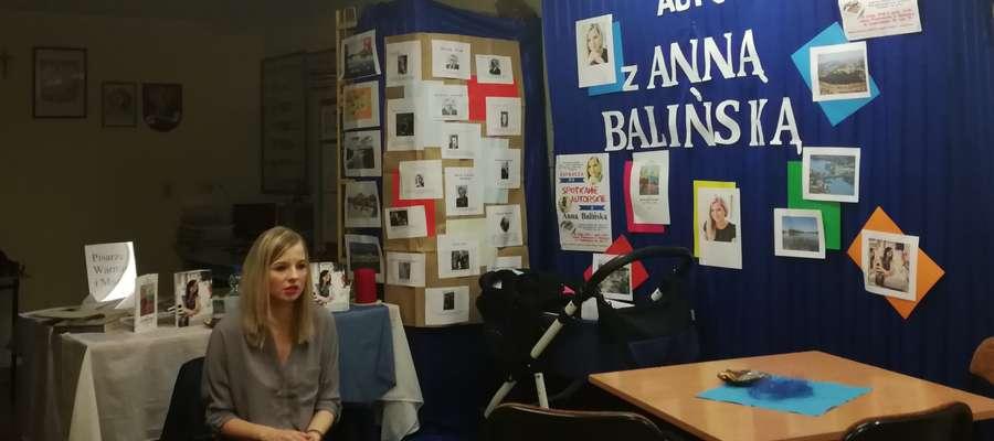 W szkolnej bibliotece w Biskupcu gościła pisarka Anna Balińska z Iławy
