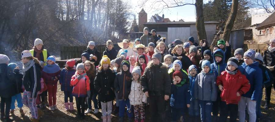 Uczniowie szkoły w Zwiniarzu też powitali wiosnę