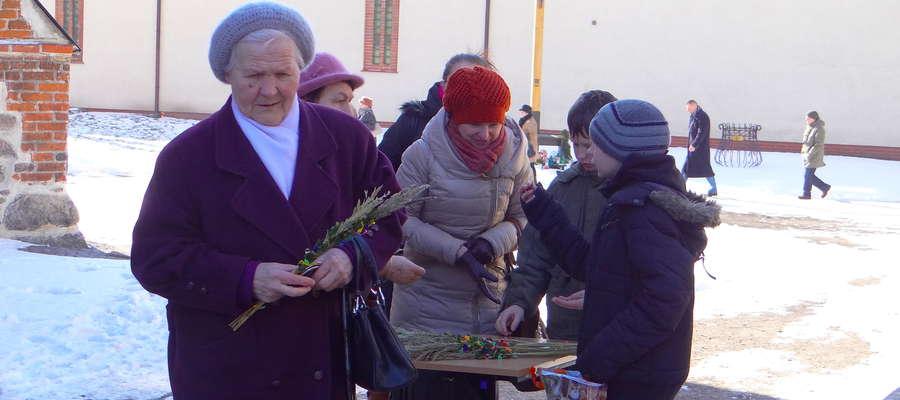 Archiwalne zdjęcie z jednej z akcji z palmami zorganizowanej przez Teresę Napiórkowską