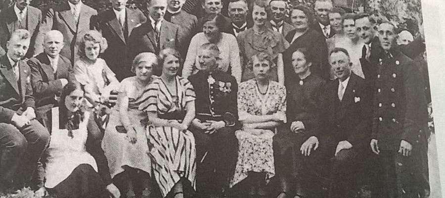 Kazimierz Donimirski (siedzi drugi z prawej). Przyjęcie w Konsulacie RP w Kwidzynie 1934 r.