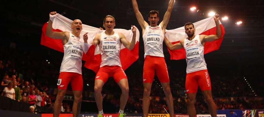 Polska sztafeta 4x400 m, drugi z lewej Karol Zalewski