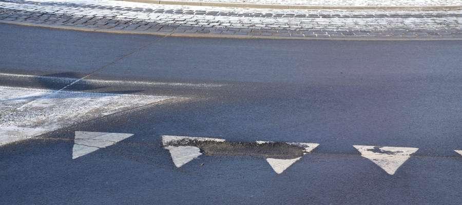 Dziurawe jezdnie to stały element drogowego krajobrazu po każdej zimie