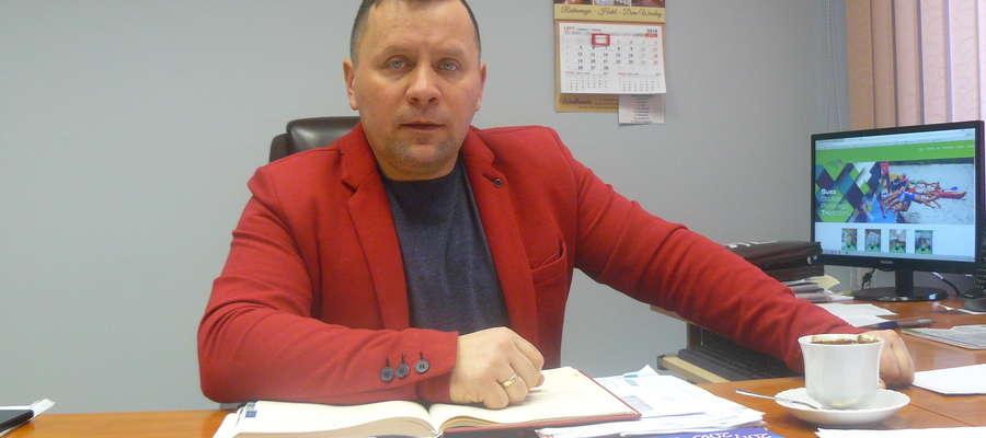 Rozmawia się z każdym samorządem, czy to powiatowym, czy gminnym by tworzyć jedną wspólnotę powiatową. W Zalewie współpracy takiej nie ma – mówi Jarosław Piechotka