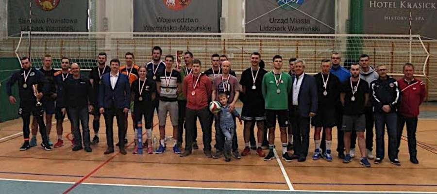 """fot. — W niedzielę 25 marca odbył się Wiosenny Turniej Mężczyzn o Puchar burmistrza Lidzbarka Warmińskiego. Wzięło w nim udział 10 drużyn. Wygrała """"Reaktywacja Petardy"""""""