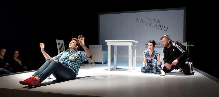Aktorzy podczas trzeciej próby generalnej do spektaklu W Starym Yorku