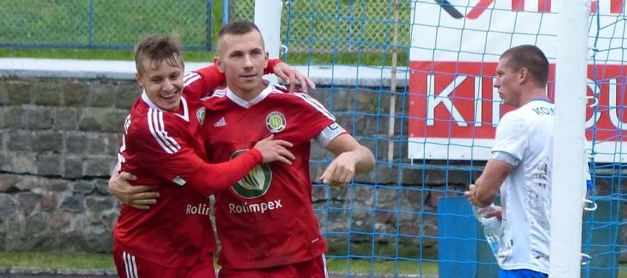 Czy Cezary Nowiński i Piotr Kapcerek (GKS Wikielec, tu akurat podczas meczu z Jeziorakiem) powody do radości będą też mieli po meczach 1/4 finału WPP? Oby