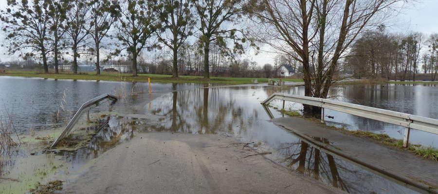 Tak jeszcze kilka tygodni temu wyglądał zalany fragment drogi Nowa Wieś — Kamień Duży