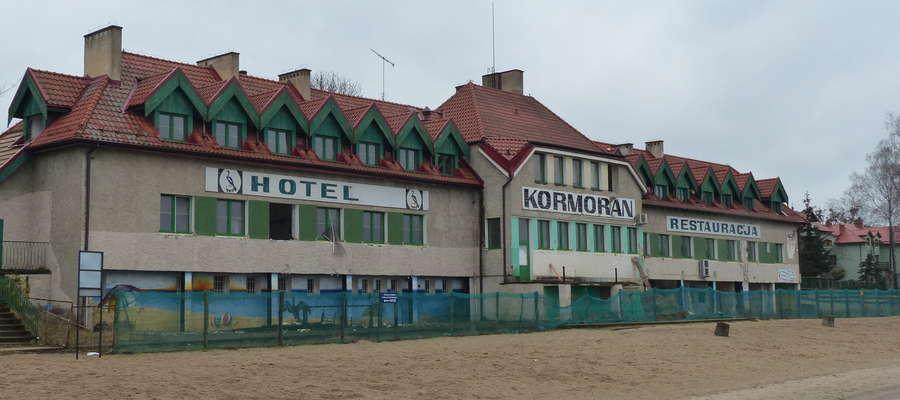 Hotel Kormoran, widok od strony plaży Prawdziwki i jeziora Jeziorak