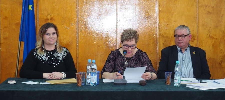 Dorota Kacperowska (na zdj. pierwsza od lewej) była inicjatorem uchwały o podwyżkach dla sołtysów