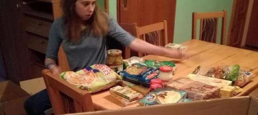 Przygotowywanie paczek dla seniorów
