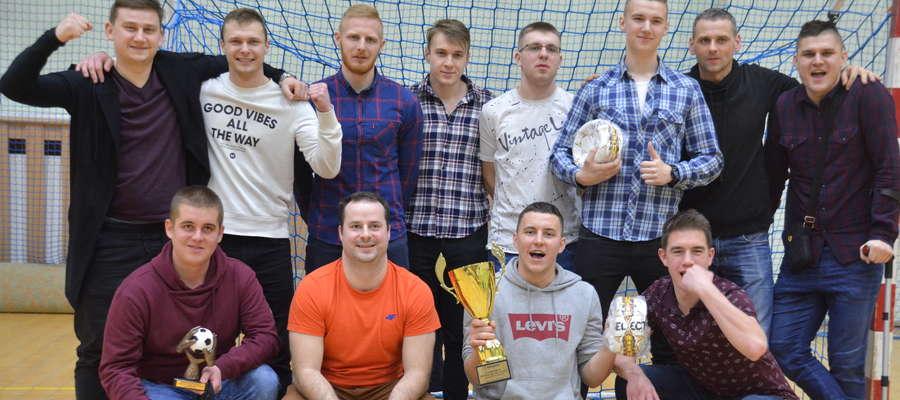Fot. — Sezon rozgrywek amatorskiej ligi halowej piłki nożnej w Ornecie podsumowano uroczyście 3 marca