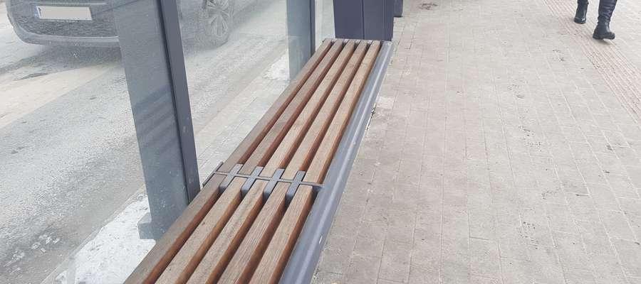 Ławka na przystanku tramwajowym Olsztyn