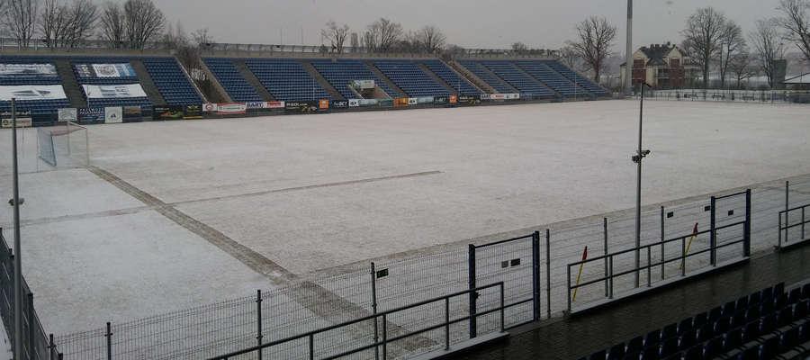 Śnieg pada, ale derby powiatu ostródzkiego wieczorem mają dojść do skutku