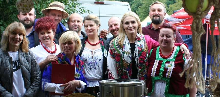 Na wsiach coraz mocniej rządzą kobiety, są sołtyskami, strażaczkami oraz działają w kołach gospodyń wiejskich