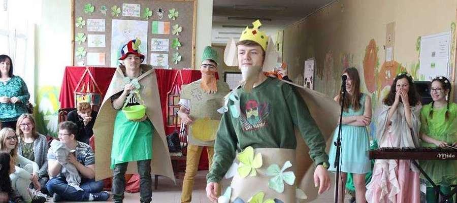 Fot.—W Szkole Podstawowej w Kiwitach  obchodzono pierwszy dzień wiosny z Dniem Świętego Patryka.
