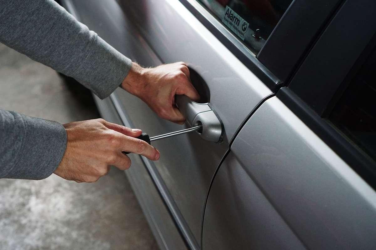 Słownik złodziei samochodów - full image