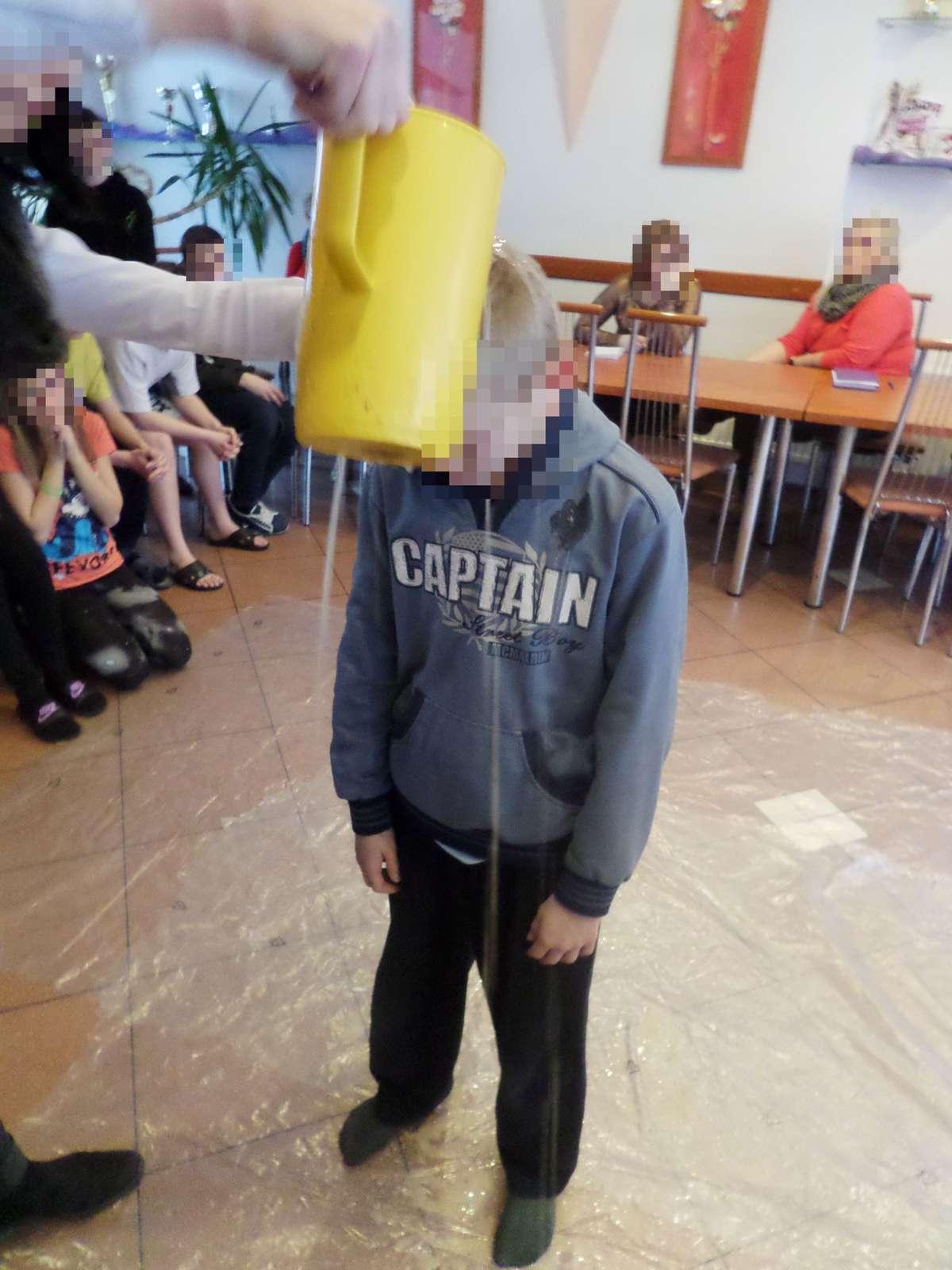 Na ujawnione wtedy informacje władze ośrodka odpowiadały, że była to tylko forma zabawy. Co innego jednak mówiły dzieci.