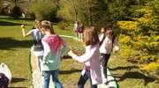 Ścieżka sensoryczna w ogrodzie szkolnym przy SP Staświny